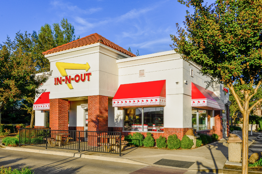 Exterior of In N Out restaurant