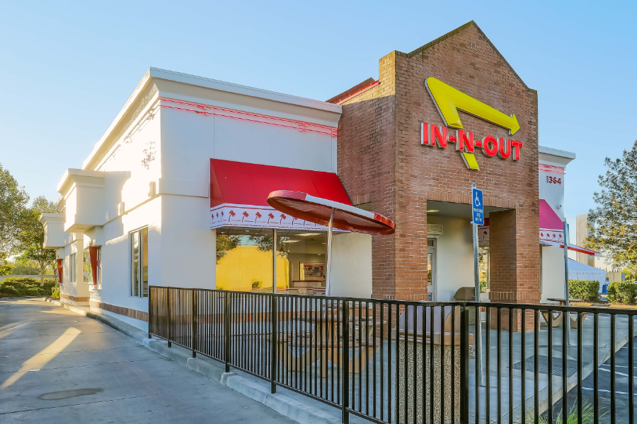 exterior of In n Out building