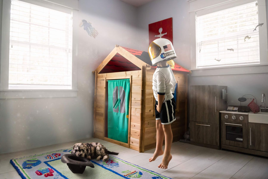 twitter kid jumping in his room pretending to be an astronaut